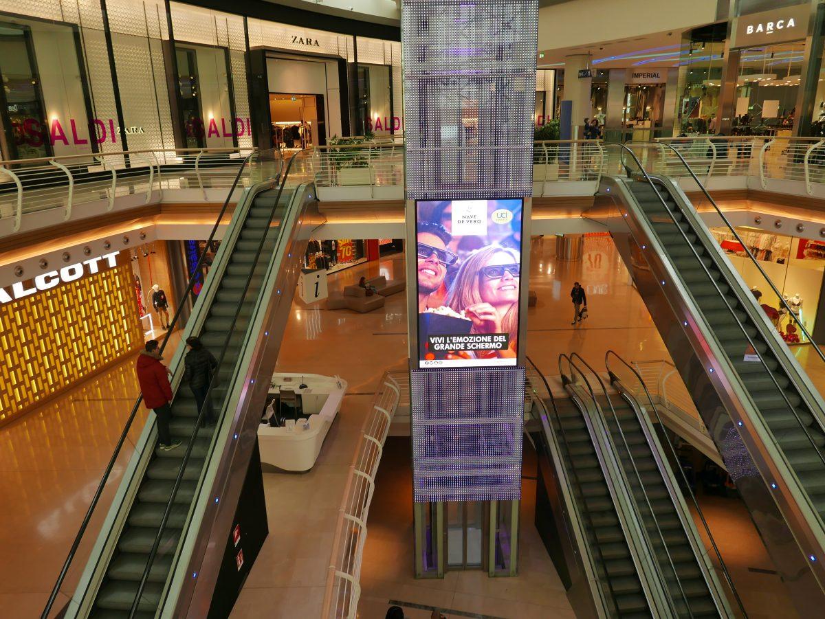 Digital ad in malls - elevator